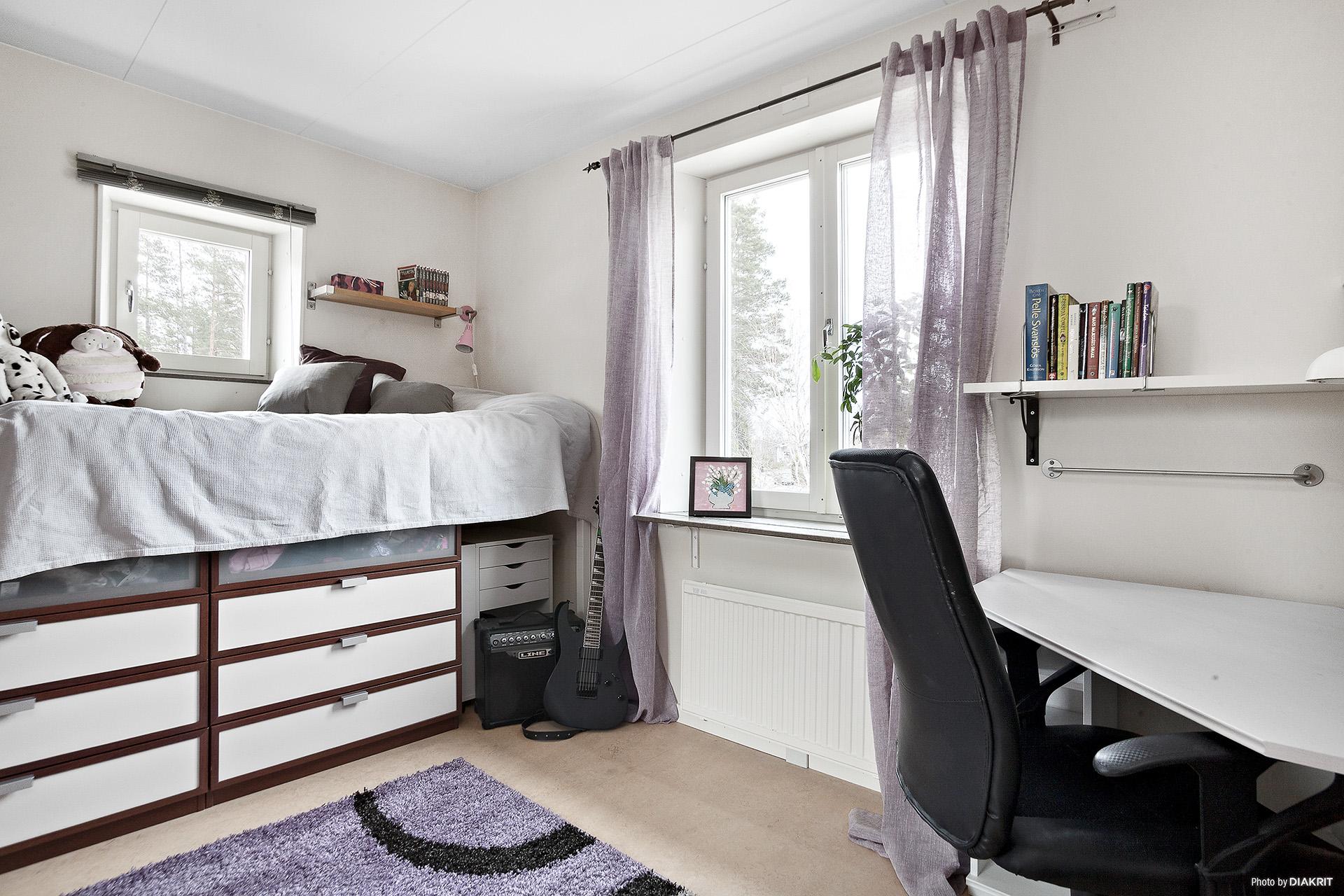 Ett av tre sovrum på våningsplan
