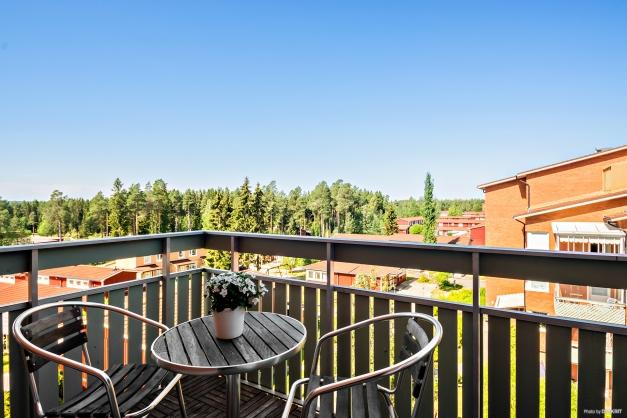 Rymlig balkong med utsikt!