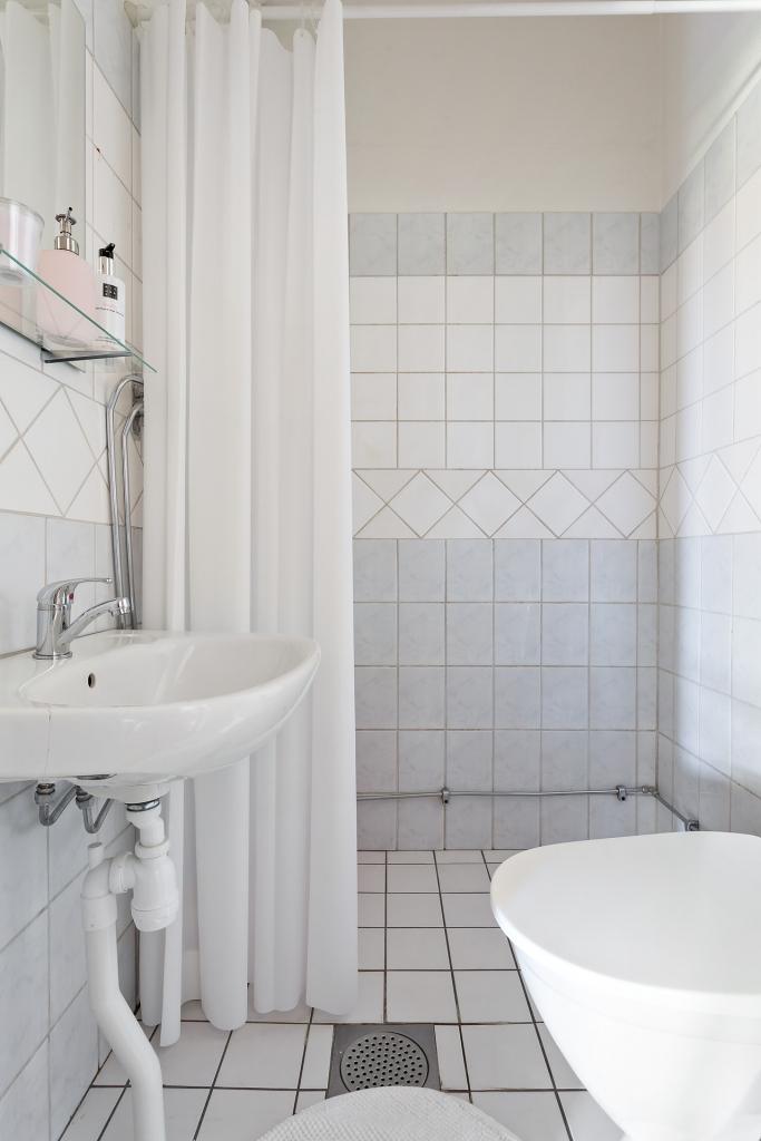Helkaklar badrum med dusch