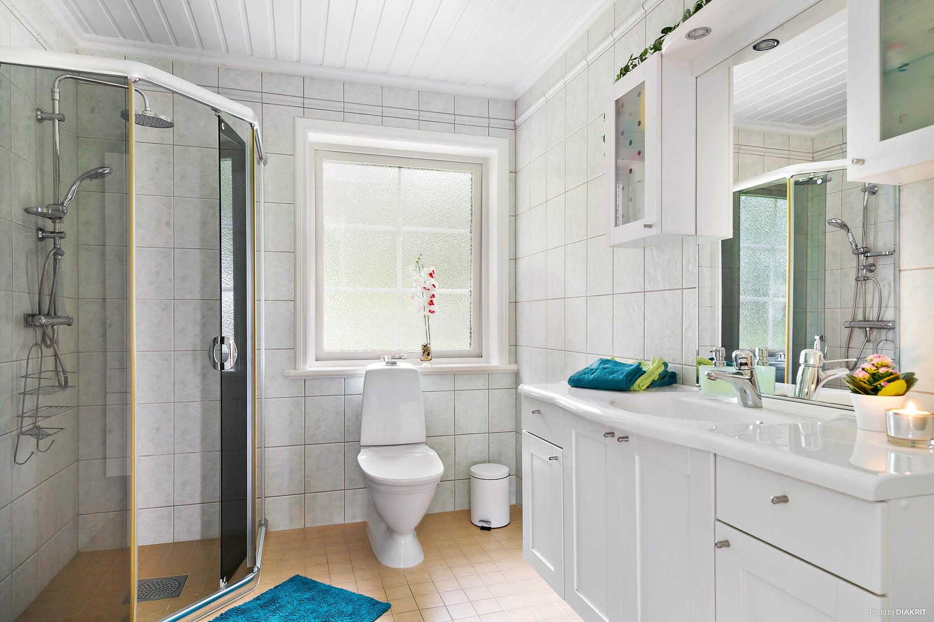 Härligt badrum med golvvärme