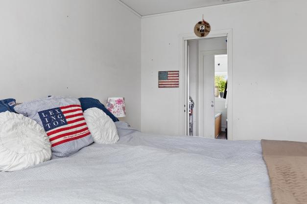 Sovrum mot badrum