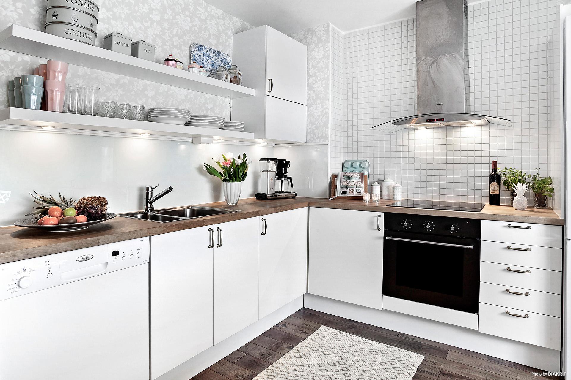 Kök med stomme från 2012 och nya köksluckor 2016
