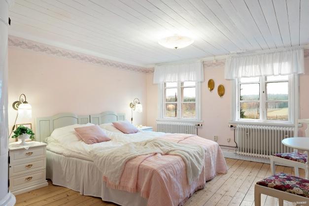 Flygeln: Lilla bostadshuset Sovrum på övre plan