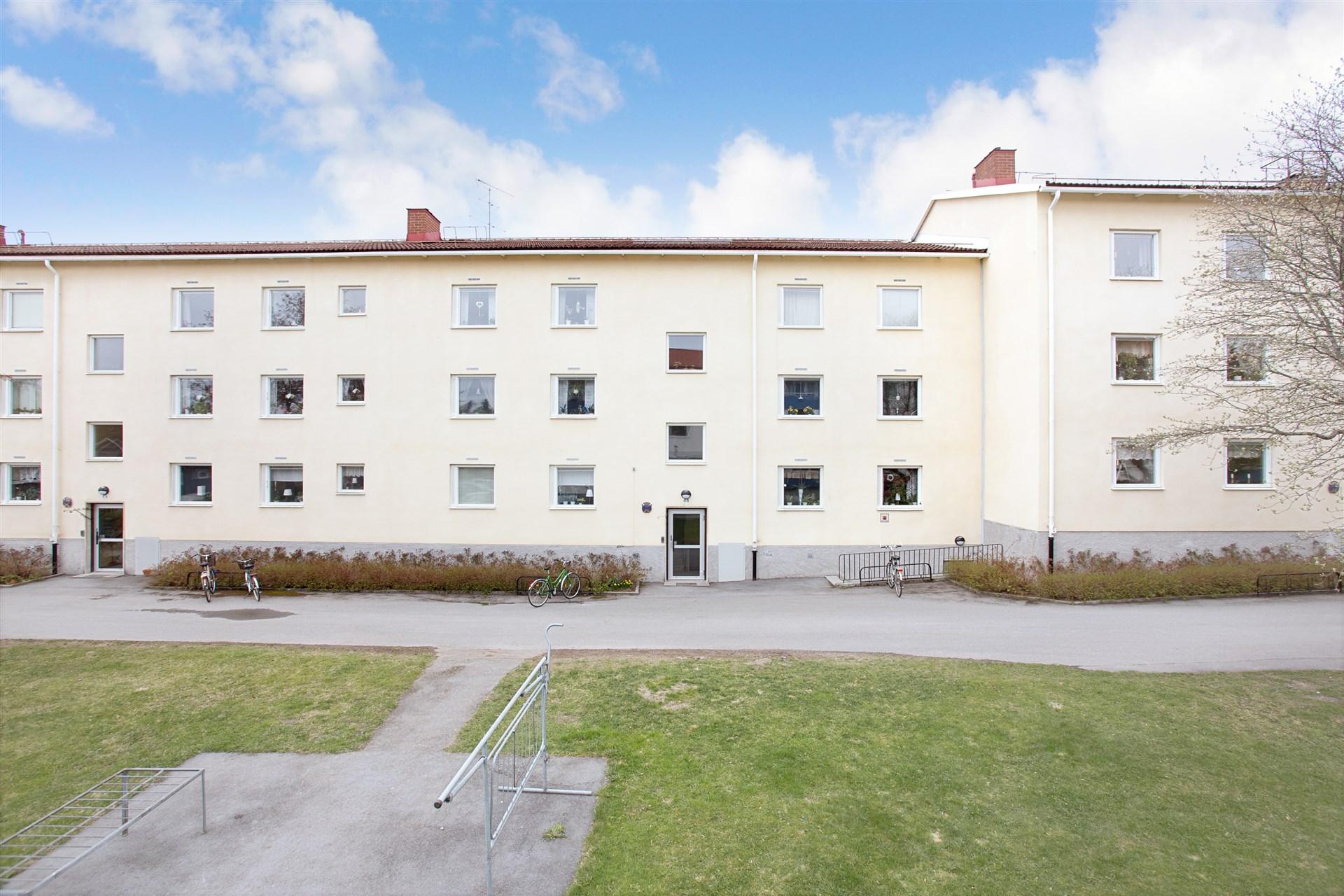Trevlig bostadsrätt på 3:e våningen i bra område med balkong.