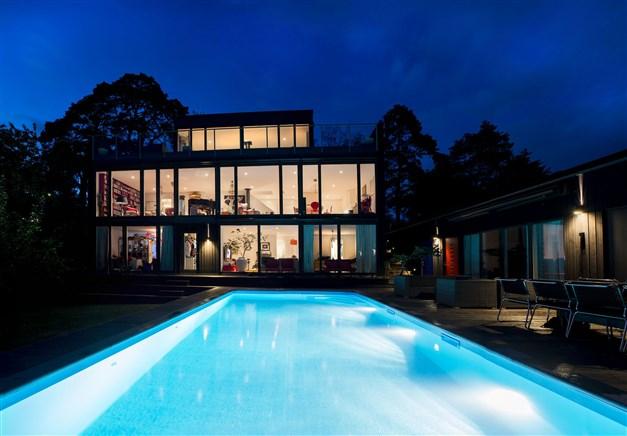 Arkitektritad villa med pool