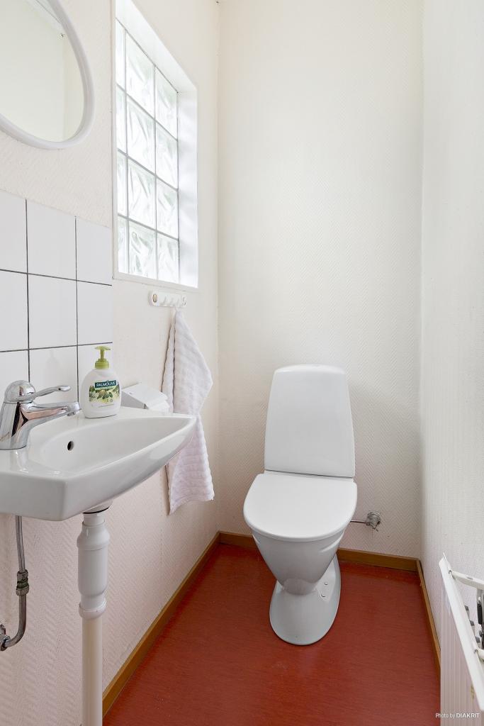 Gäst-WC i slutet av hall 1