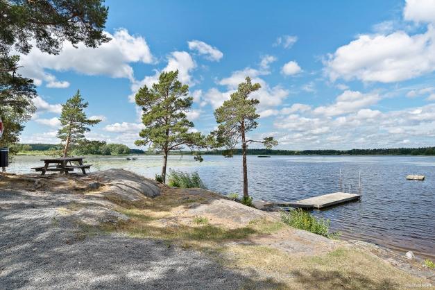 En av två badplatser vid sjön Sottern. Knipudden