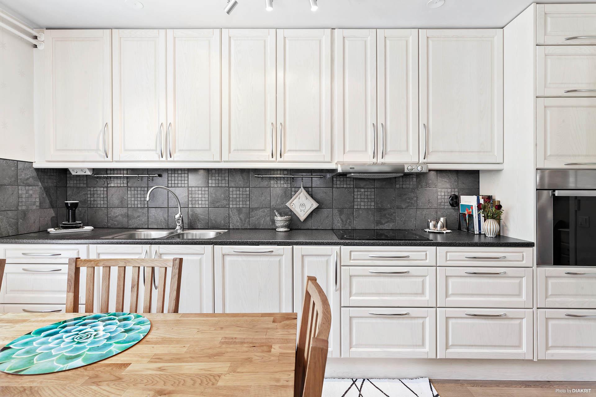 Kök med inbyggda vitvaror
