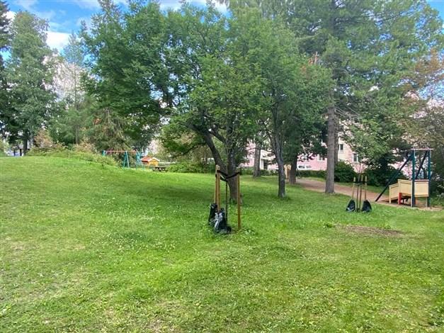Precis i anslutning härligt parkområde för picknick och lek samt ytterligare lekplats