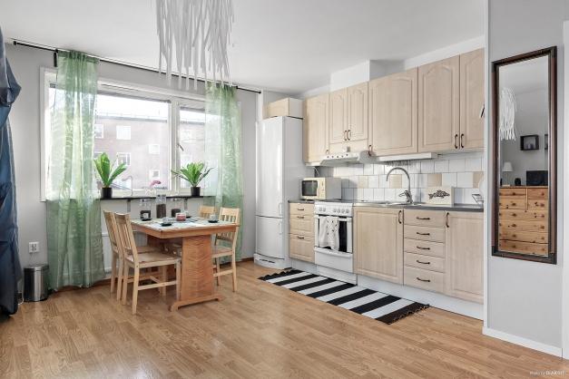 Öppen planlösning mellan kök/vardagsrum