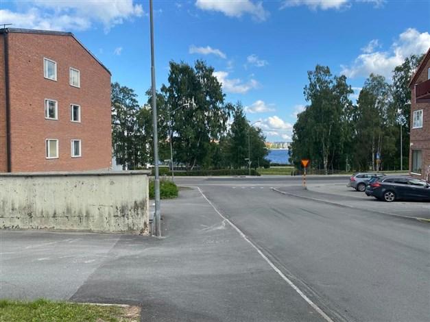 Inte långt till Storsjön och gång-/cykelväg in till centrala Östersund.