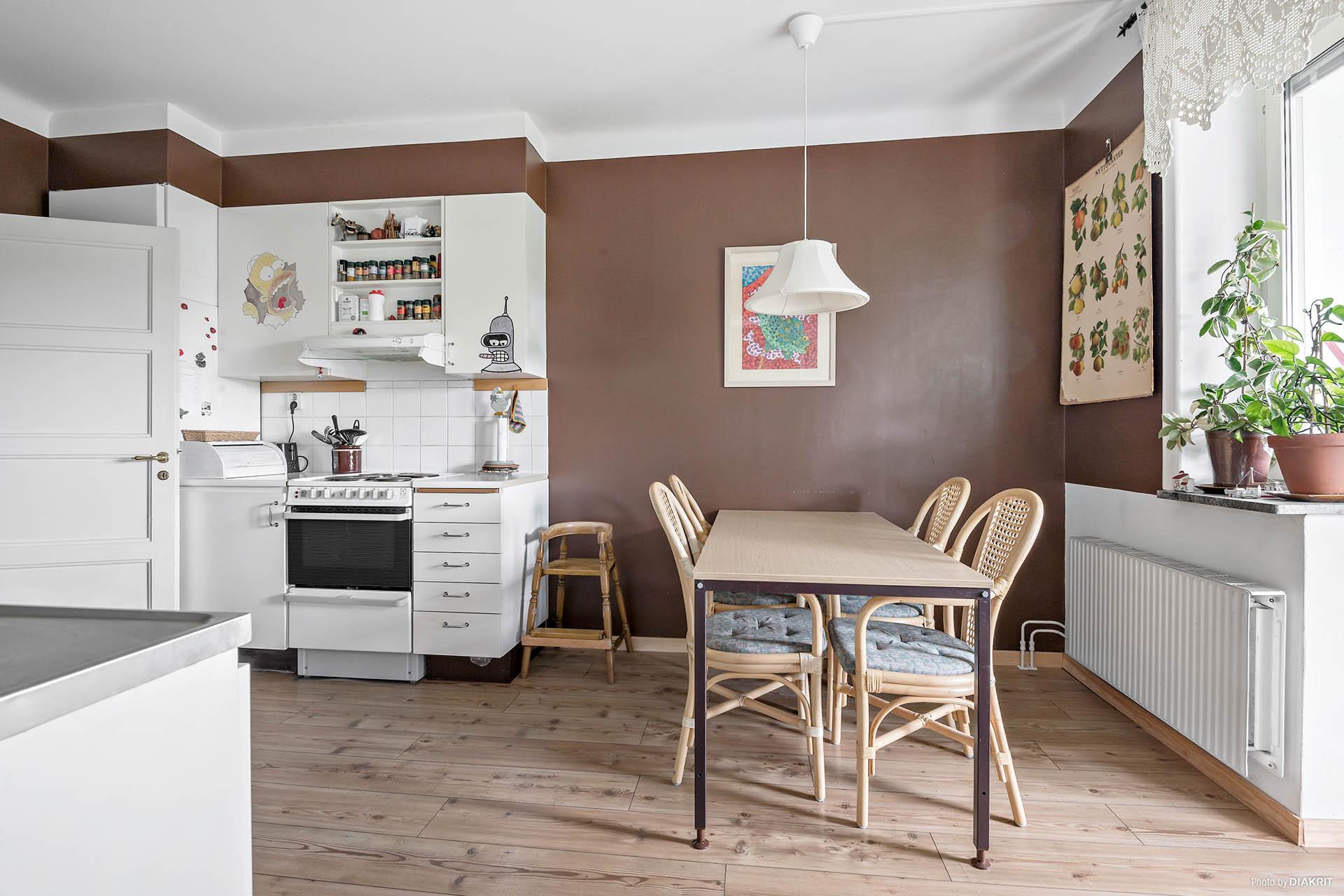 Kök med plats för matmöblemang