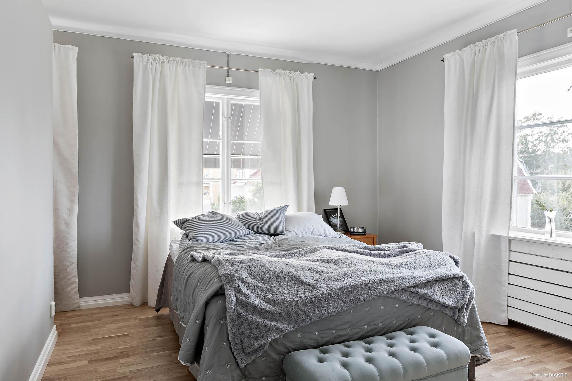 Master bedroom med dressing-room
