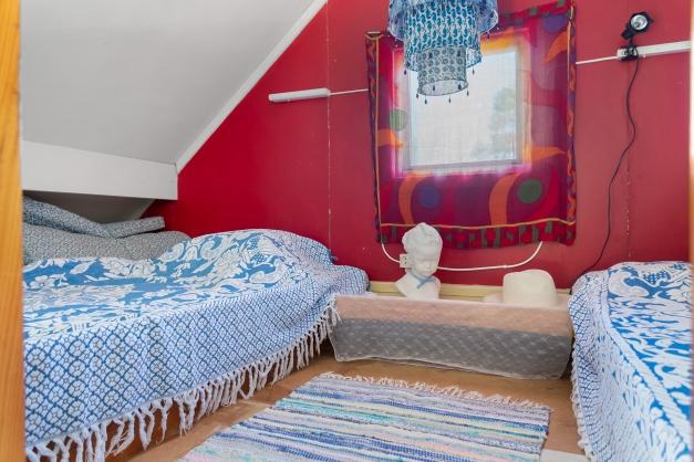Sovloft, med en takhöjd om ca 1,90 meter i nock.