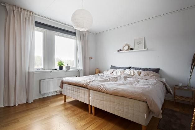 Sovrum 1 med walk-in-closet