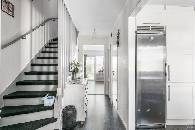 En trappa upp har du 3 fina sovrum, badrum samt klädkammare.