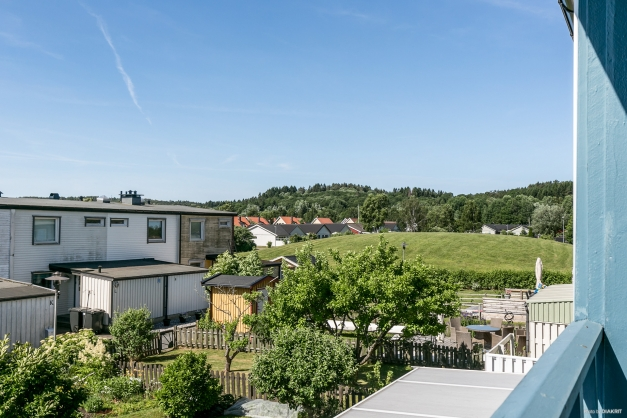 BALKONGEN - Härlig utsikt från balkongen på övre plan!