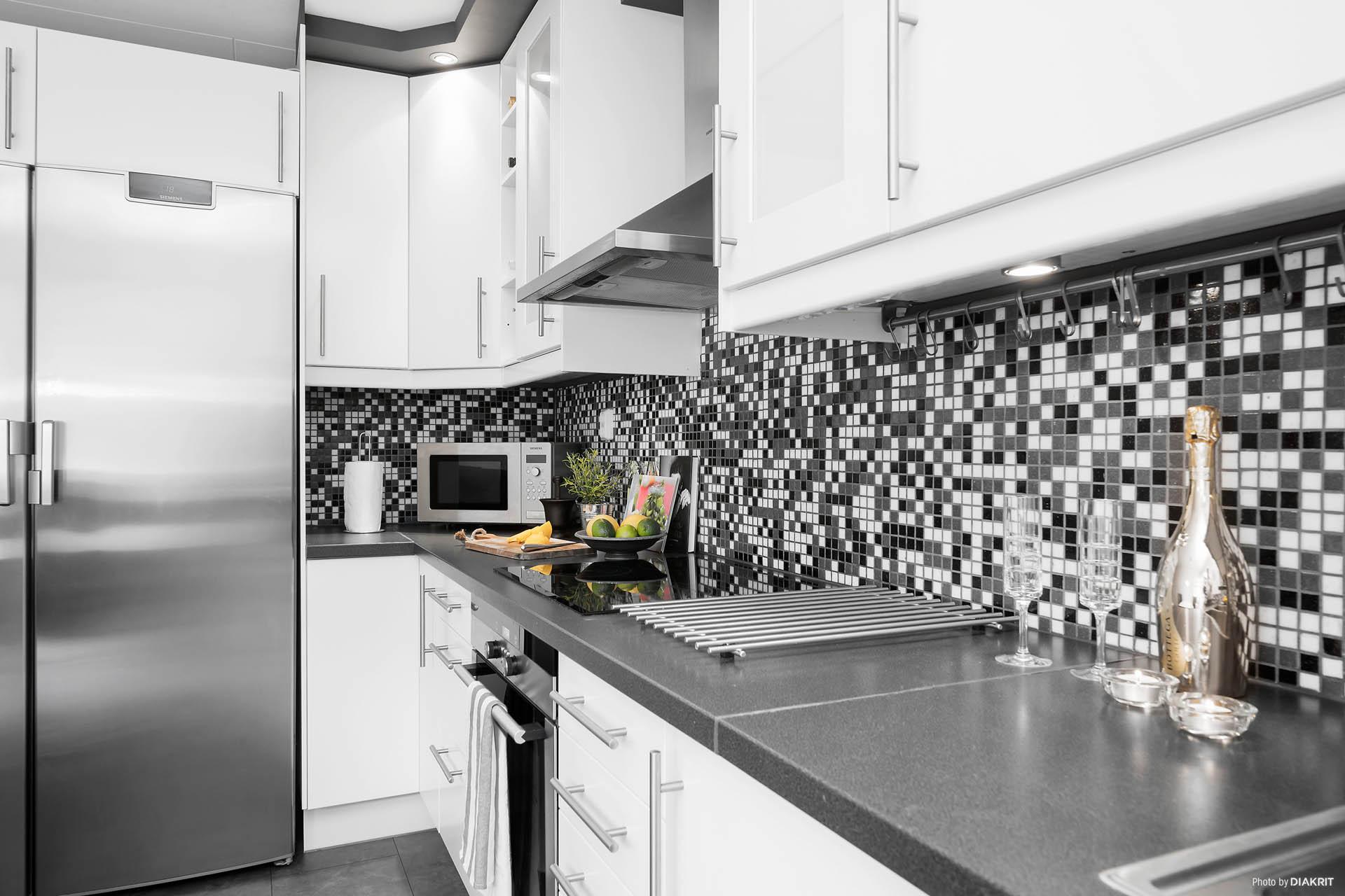 Snyggt kök med spotlights