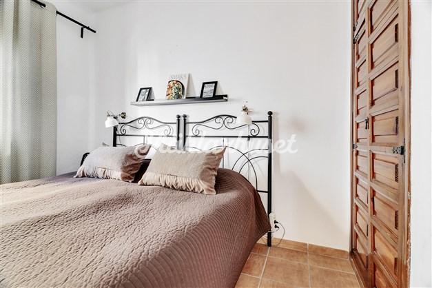 Sovrum med inbyggda garderober