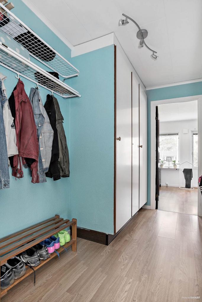 Inre hall med garderober
