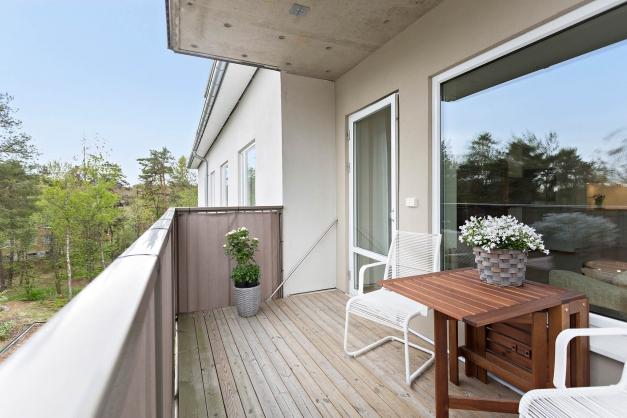 Rymlig balkong i högt och fritt läge