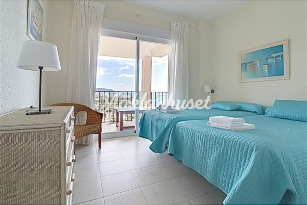 Stort sovrum med utgång till härlig terrass