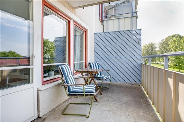 Stor balkong i västerläge.