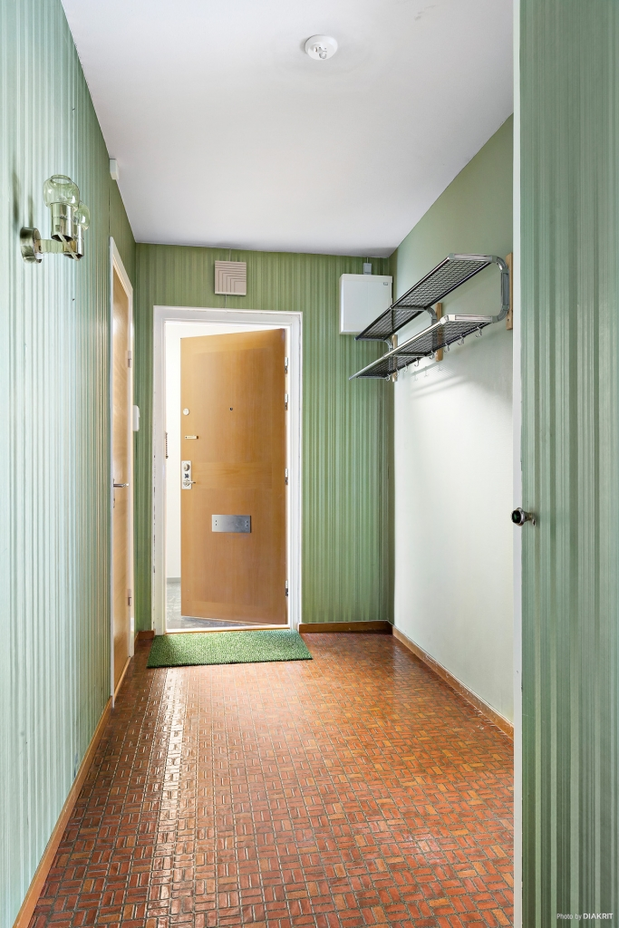 Stig på in i lägenheten!