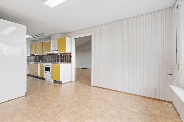 Matplats i anslutning till kök och vardagsrum