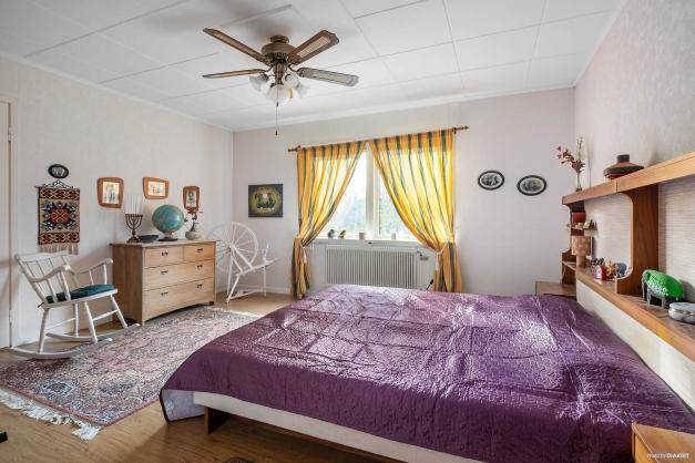 """""""Masters bedroom"""" på andra plan."""