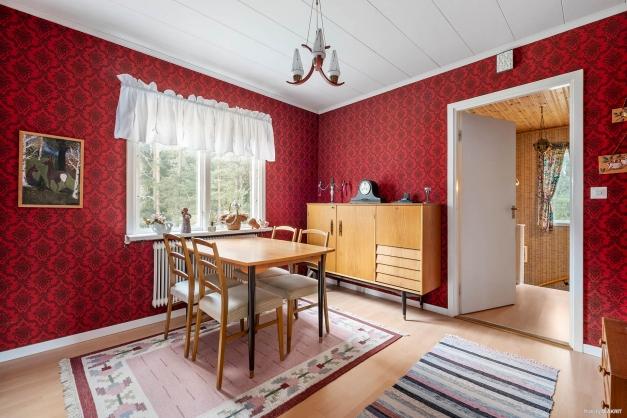 Möblerbar hall på andra plan.