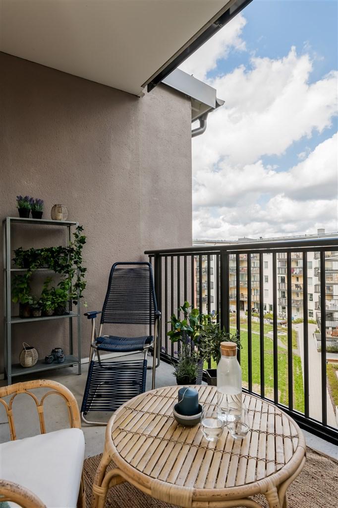 Vy från balkongen mot innergård