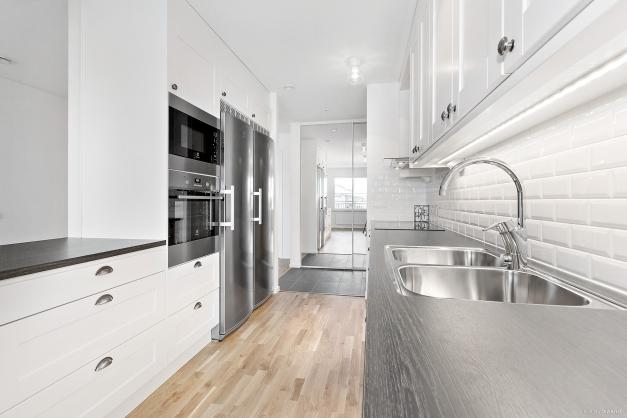 Kök med bänkskiva i laminat