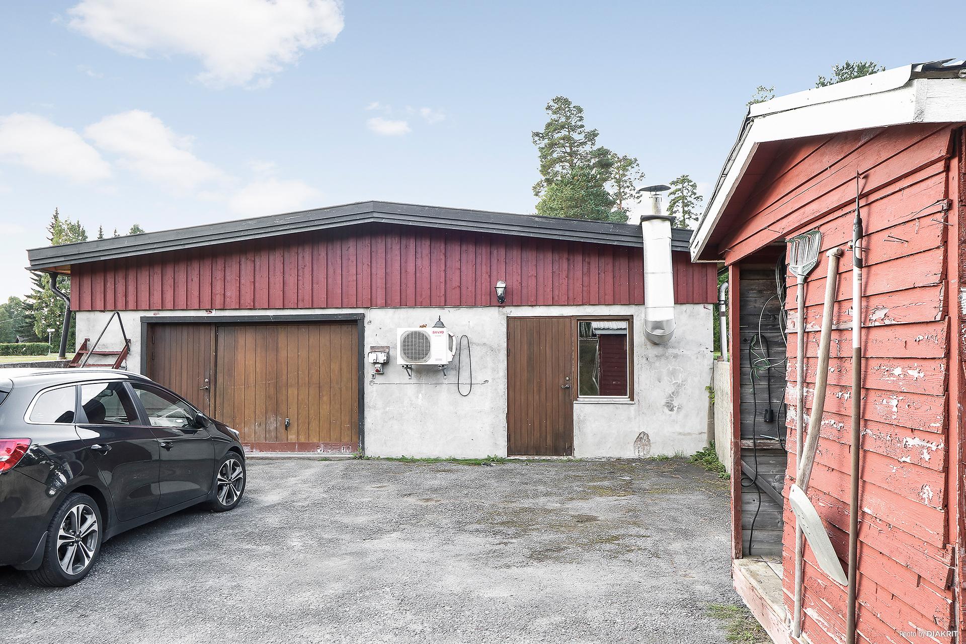 Garage och 1 st lägenhet.