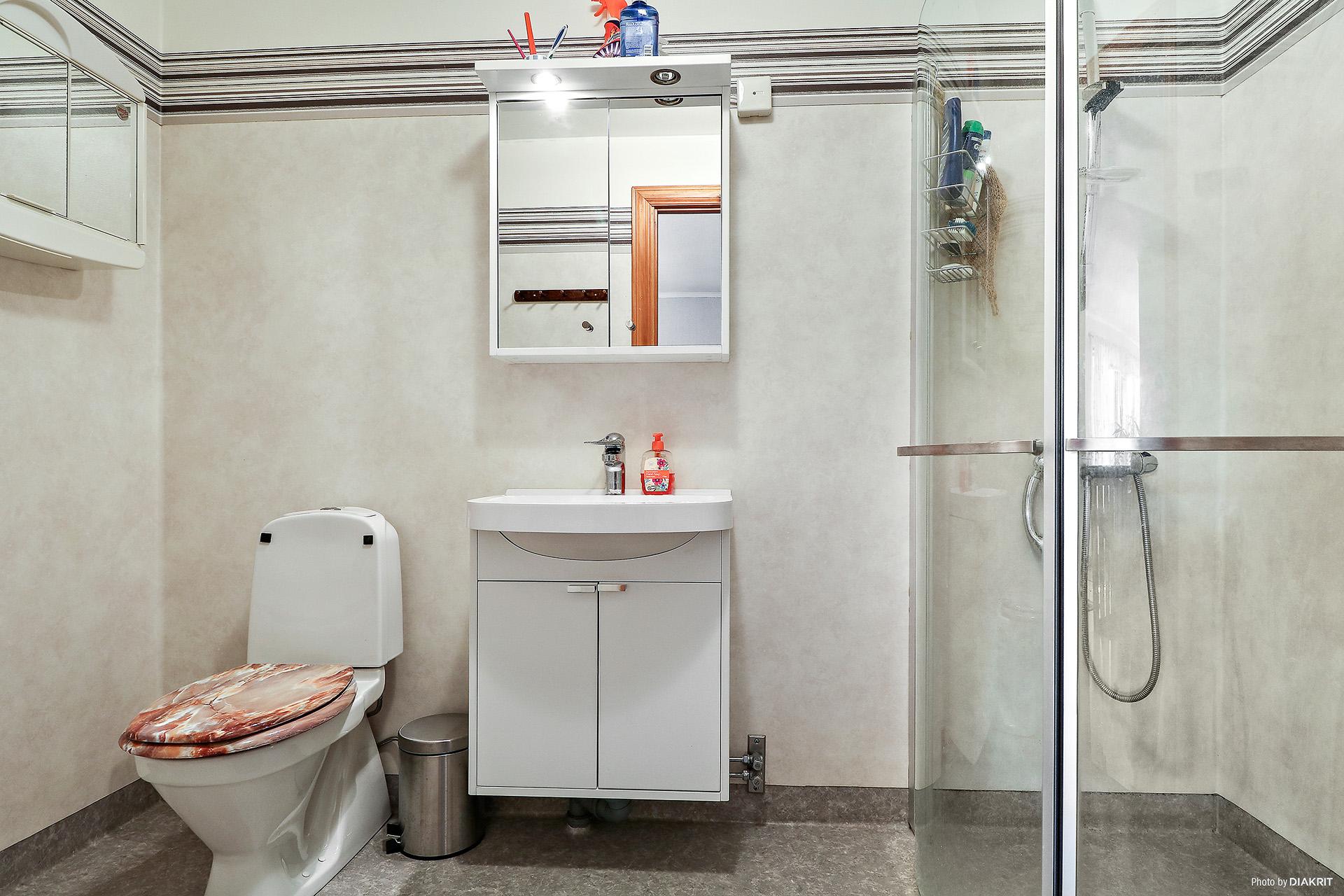 Gemensamt badrum för lägenhet 3 och 4.