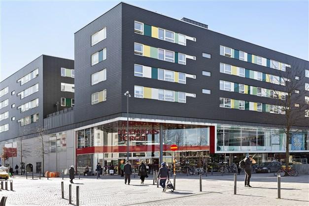 Liljeholmstorgets galleria erbjuder shopping, restauranger och mataffärer