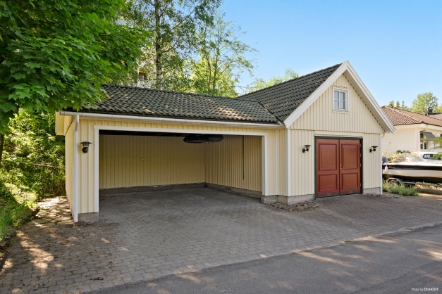 Garage och dubbelcarport