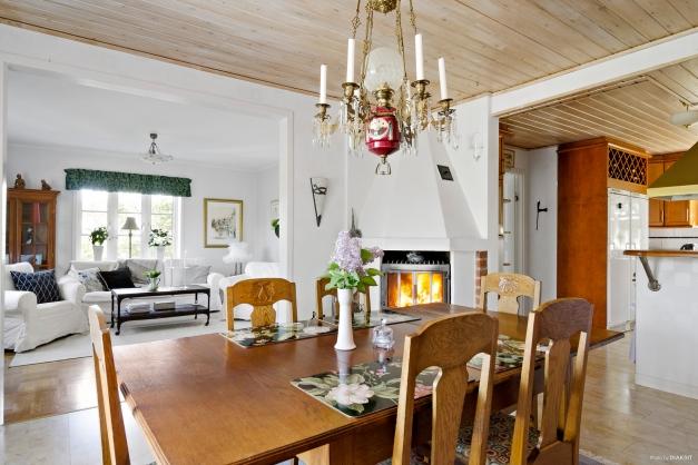 Öppen planlösning vardagsrum, matsal och kök