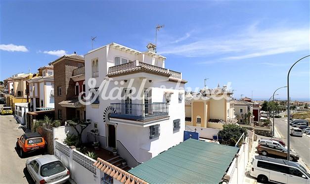 Villa med havsutsikt från flera av terrasserna