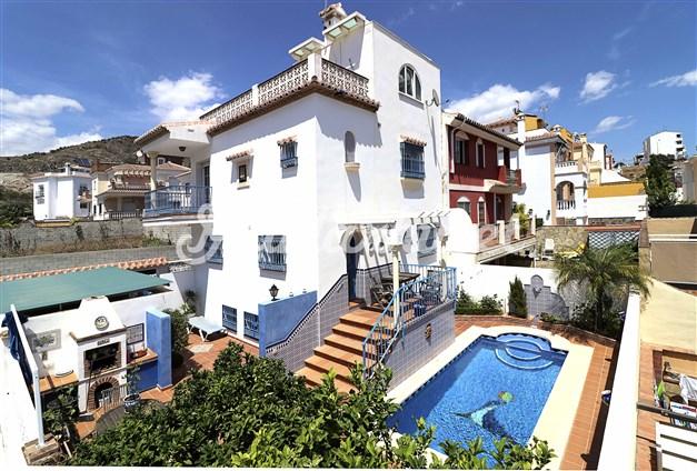 Fantastisk villa med pool och garage
