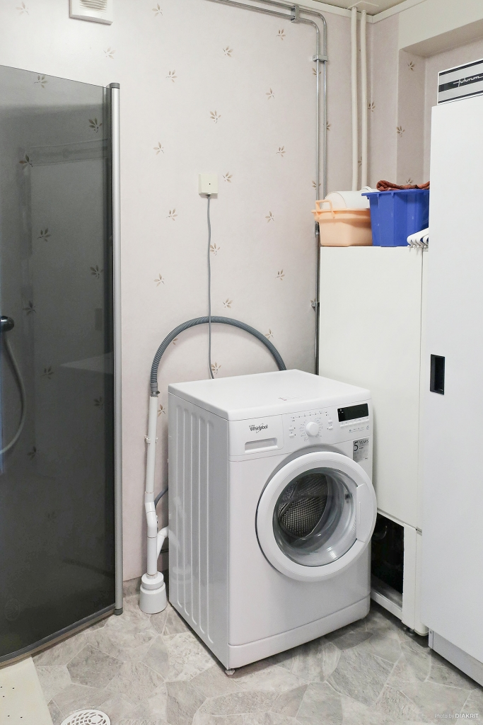 Renoverad tvättstuga/dusch på entréplan.