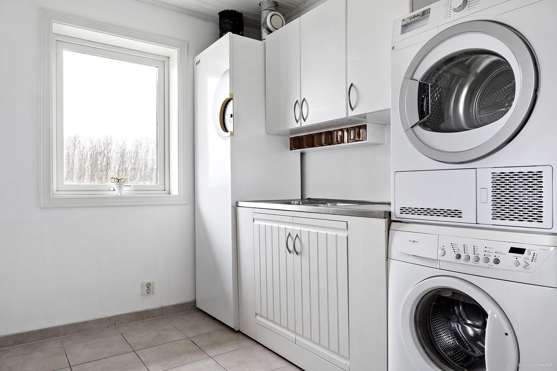 I groventén finns det tvättmaskin och torktumlare.