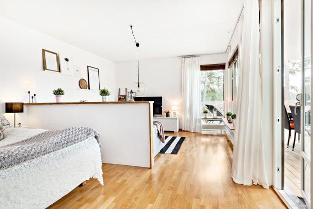 Vardagsrum och sovdel med utgång till terrassen