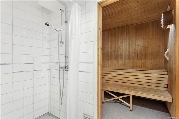 Föreningens bastu med relax i källarplanet.