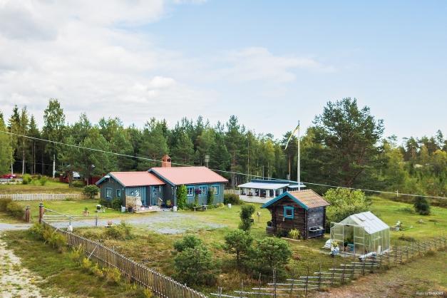 Stugan, gäststugan, härbre och växthus