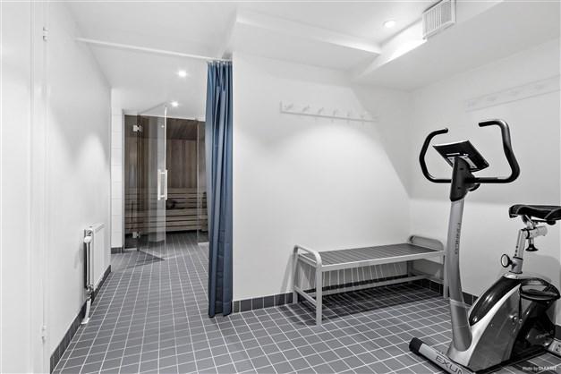 Föreningens gemensamma bastu med träningsmöjligheter och dusch