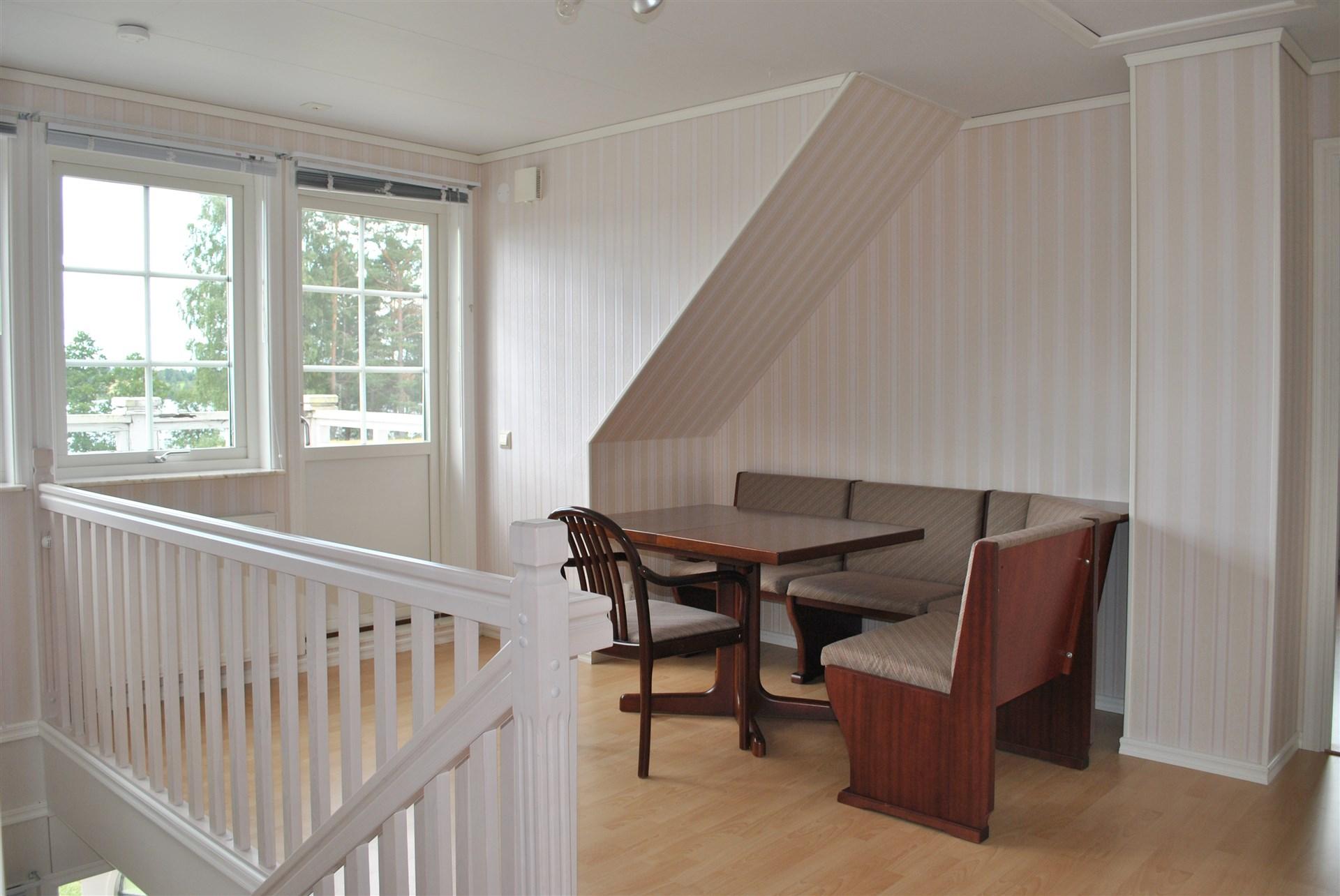 Litet allrum/möblerbar hall