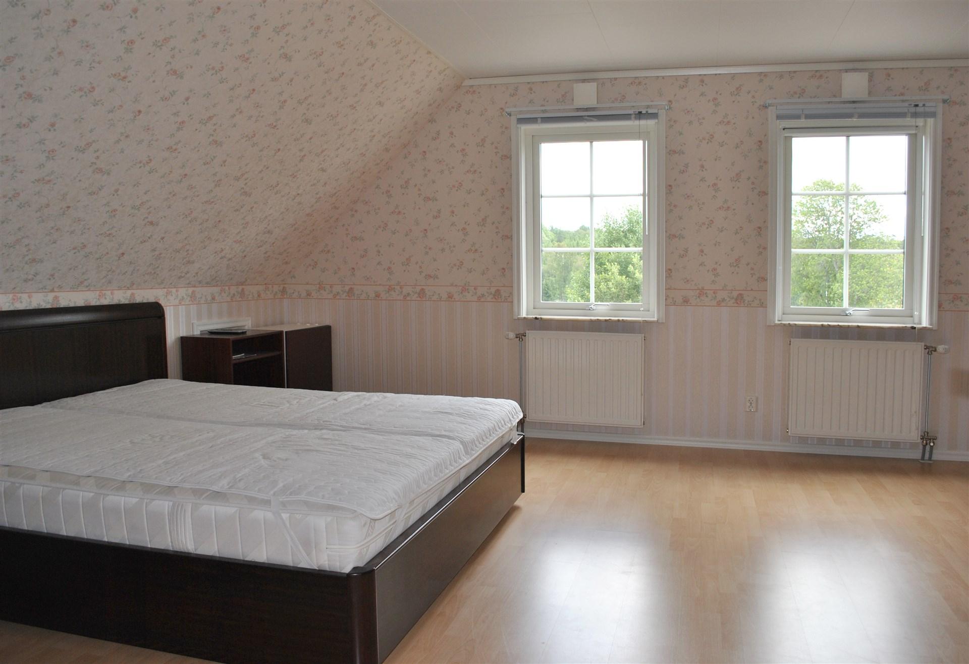 Stort sovrum övervåning som går att dela till två