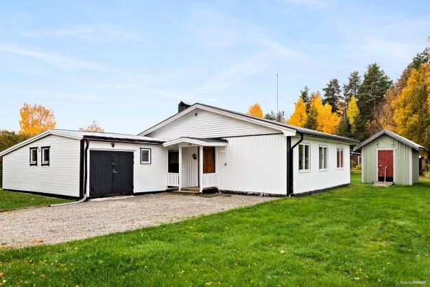 1-plans villa med vidbyggt garage