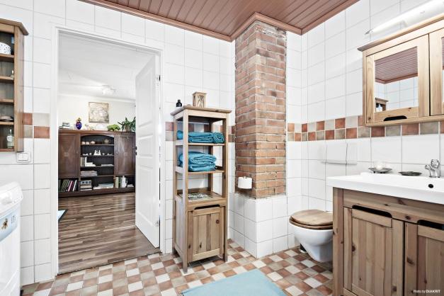 Helkaklat badrum med skön golvvärme (el)